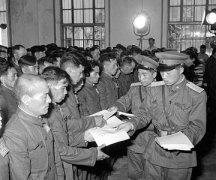 我(wo)軍被迫殺3000暴動(dong)日本戰俘